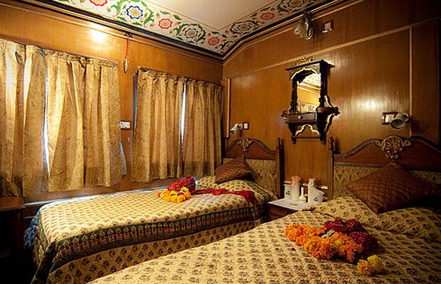 palace on wheels bedroom