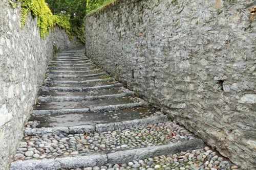 cobbled stones of bellagio